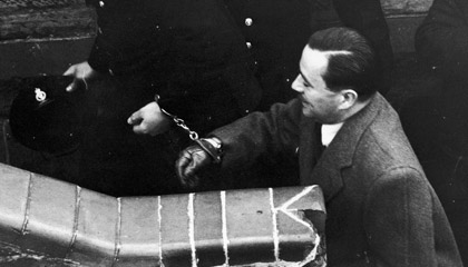 a biography of john george haigh the acid bath vampire John george haigh   john george haigh: aka: acid bath murderer  was the disposal of the body using vats of industrial acid it was haigh's mistaken belief that .